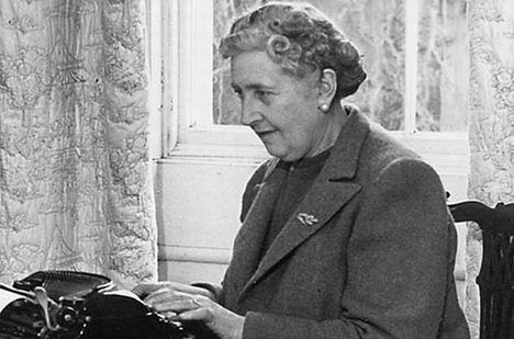 Agatha Christie за работой