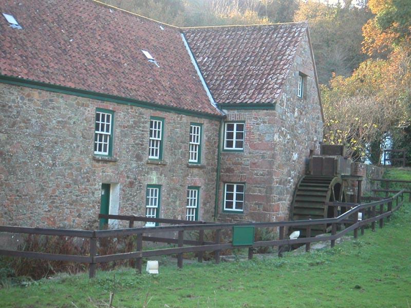 Мельница Де-Кетивель - единственная работающая мельница на острове