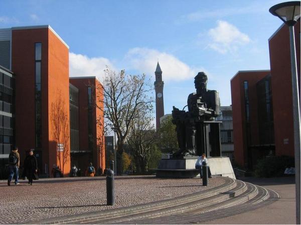Учебный центр и скульптура Фарадея