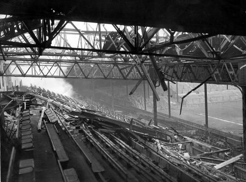 Разрушенная трибуна Old Trafford. 1948 год.