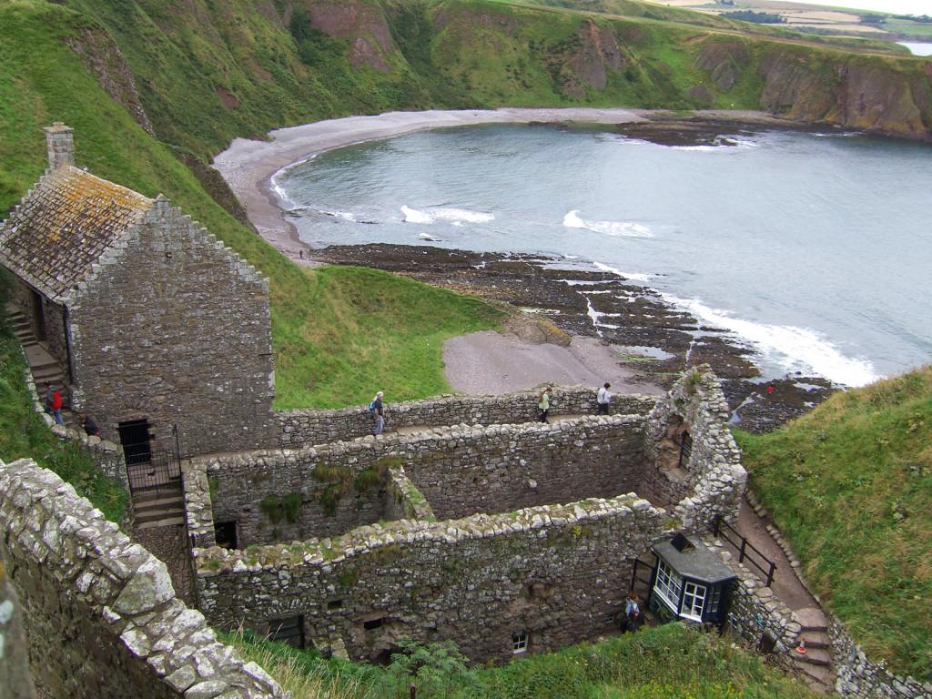Замок вблизи