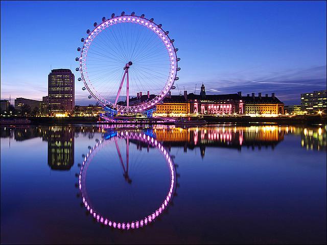 Лондонское Око в ночное время