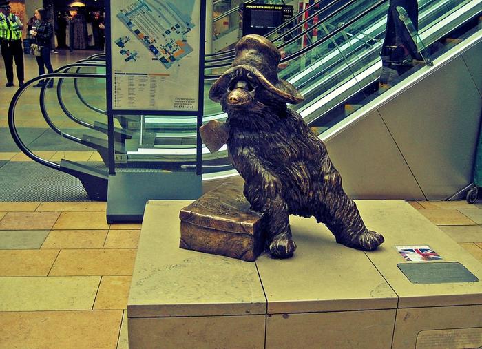 Статуя медвежонка Паддингтона