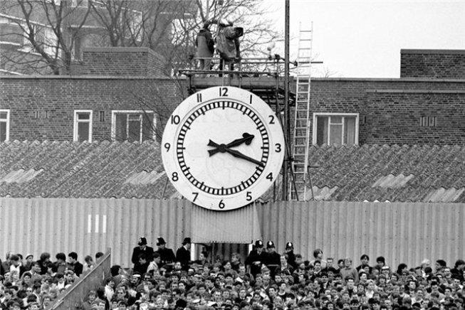 Знаменитые часы на стадионе